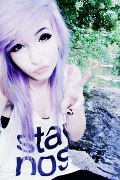 (Girls that look like her)Hey, I'm Hayley. I'm 16 and love rock music. I'm single, intro?
