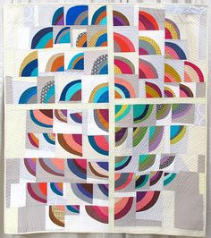 modern quilting, quilters, and quilt exhibitions Scrappy Quilts, Mini Quilts, Circle Quilts, Quilt Blocks, Quilt Inspiration, Drunkards Path Quilt, Modern Quilt Patterns, Modern Quilting, Quilt Modernen