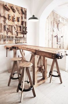 ★ would love to find an old workbench to use in the house or dundiggin