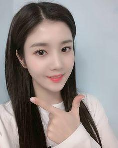 iz*one: kwon eun bi Yu Jin, Japanese Girl Group, Woollim Entertainment, Kim Min, I Love Girls, Pretty Girls, The Wiz, Beautiful Asian Girls, Pop Group