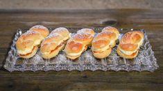 Kynuté banánky s pudinkovým krémem Hamburger, Muffins, Bread, Breakfast, Apollo, Food, Youtube, Muffin, Meal