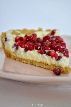White chocolate tart with pomegranate Köstliche Desserts, Delicious Desserts, Sweet Recipes, Cake Recipes, Artisan Food, Polish Recipes, Healthy Sweets, No Bake Cake, My Favorite Food