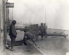 St Malo, US Soldiers man a 3inch anti tank gun