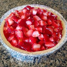This easy strawberry pie is sweet, refreshing and with this recipe you can make your own yummy strawberry glaze. No more store bought glaze needed! Graham Cracker Crust, Graham Crackers, Shortbread Pie Crust, Yummy Treats, Sweet Treats, Yummy Food, Easy Strawberry Pie, Snack Recipes, Snacks