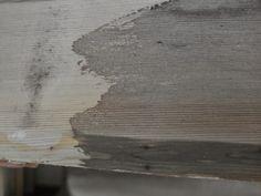 Vurenhout links kaal..rechts behandeld met eigengemaakte beits van schoonmaakazijn met brillo schuursponsje