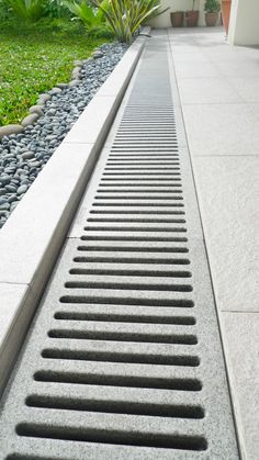 With Jonite channel gratings and trench gratings, outdoor drain covers are more than functional products – they become a cornerstone in your design. Backyard Drainage, Landscape Drainage, Backyard Patio, Landscaping Retaining Walls, Driveway Landscaping, Farmhouse Landscaping, Sustainable Architecture, Architecture Design, Pavilion Architecture