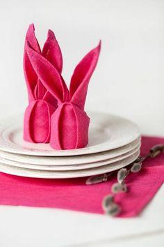 Tischdeko zu Ostern Osterhasen aus Stoffservietten falten