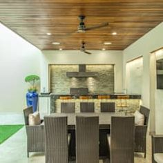 Varandas, alpendres e terraços modernos por s2 arquitectos moderno | homify Modern Outdoor Kitchen, Outdoor Living, Backyard Patio Designs, Patio Ideas, Pool Cabana, Home Interior Design, Office Decor, House Design, Villa