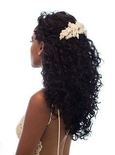 Coiffure mariage cheveux afro : 60 idées pour une mariée au top ! Long Hair Tips, Curls For Long Hair, Wavy Hair, Afro Hair, Curly Hair Styles, Natural Hair Styles, Curly Bridal Hair, Hair Wedding, Wedding Hairstyles For Curly Hair