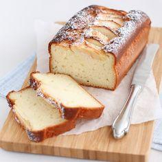 Apple-yogurt cake - Mariëlle in the Kitchen - Apple-yogurt cake // Requirements: – Greek yogurt – eggs – sunflower oil – patent flour – - No Bake Desserts, Healthy Desserts, Delicious Desserts, Yummy Food, Baking Recipes, Cake Recipes, Dessert Recipes, Food Cakes, Cupcake Cakes