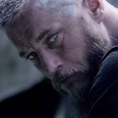 Travis Fimmel as Ragnar Lothbrok in Vikings (screenshot from season 3)... Really stunning!