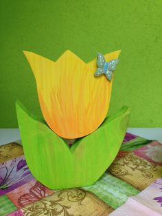 Spring Tulip made of wood a unique product by Saendra_Dee on DaWanda Wooden Flowers, Metal Flowers, Paper Flowers, Wooden Painting, Tole Painting, Spring Projects, Craft Projects, Wooden Crafts, Diy And Crafts