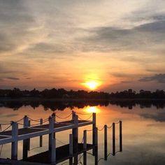 Incredible sunset don't you think so? Increíble puesta de sol no lo crees?  REPOST>> @worldtravelingfeet  Atardeceres que enamoran en #SanGil Querétaro.  #sunset #atardecer #caminomexico #mexico #queretaro #qro #lake #lago #viajarmexico #mimexico #blog #bloggerdeviajes #viajarelmundo #travelblogger #travelblog #sunset #beach #sun  www.placeok.com