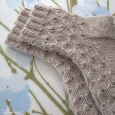 korkeus Crochet Socks, Knitting Socks, Knitted Hats, Knit Crochet, Mitten Gloves, Mittens, Knitting Projects, Knitting Patterns, Sock Leggings