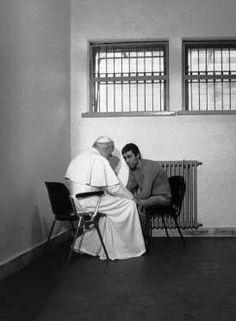 1983: Pope John Paul II pardons man who shot him. - Bettmann Archive/Getty Images
