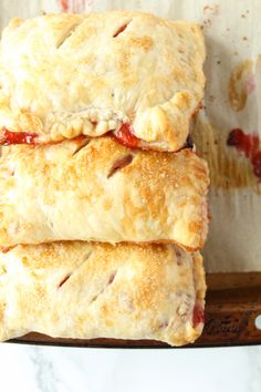 These Strawberry Rhubarb Hand Pies are made for sharing! Fun and easy to make and share with family and friends in the summer for a bbq event or picnic! Pie Recipes, Sweet Recipes, Puff Pastry Dough, Hand Pies, Savoury Cake, Mini Cakes, Clean Eating Snacks, Strawberry, Baking