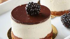 Čokoládovo-tvarohový dortík Míša je nostalgickou vzpomínkou na dětství, dokáže být ale i šmrncovním dezertem