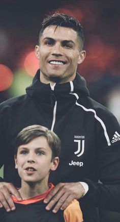 Father with son❤ Cristino Ronaldo, Ronaldo Football, Football Soccer, Ronaldo Real Madrid, Cr7 Juventus, Cristiano Ronaldo Juventus, Cr7 Jr, Portugal National Football Team, Sport