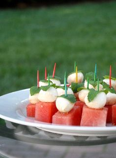Watermelon Mozzarella Bites - Serve as poolside snacks, dining al fresco or pass around on trays when entertaining outside Finger Food Appetizers, Appetizers For Party, Appetizer Recipes, Tapas, Yummy Food, Good Food, Party Snacks, Food Inspiration, Summer Recipes