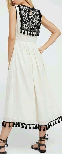 Kurtis neck designs for your stylish look - Simple Craft Ideas Indian Fashion, Boho Fashion, Fashion Dresses, Kurta Designs, Blouse Designs, Pakistani Dresses, Indian Dresses, Moda Indiana, Lace Dress