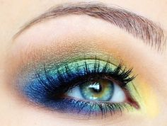Beautiful Green blue smokey eyeshadow makeup for blue eyes