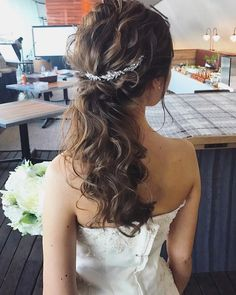 hair&make/ayaka _______________________________ バックカチューシャを付けてポニーテールで人気のスタイルです✨