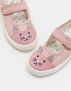 Getting ready to play couldn't be simpler with our touch-and-close fastening Mary Janes. Choose from embroidered chambray or look simply purrfect with animal-embroidered suede toe caps and their 3D ears. With their canvas footbeds and easy fit, this super comfortable canvas pair is ready for any adventure.