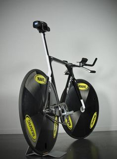 Dem wheels! /via Cars and Bikes #tumblr #fixie #MAVIC