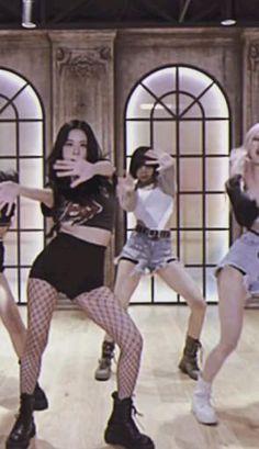 Kpop Girl Groups, Korean Girl Groups, Kpop Girls, Black Pink Songs, Black Pink Kpop, Black Pink Dance Practice, Blackpink Poster, Lisa Blackpink Wallpaper, Applis Photo