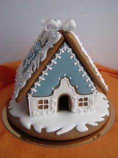 Gingerbread House Patterns, Gingerbread House Template, Cool Gingerbread Houses, Gingerbread Decorations, Christmas Gingerbread House, Best Christmas Cookies, Christmas Desserts, Christmas Baking, Gingerbread Cookies