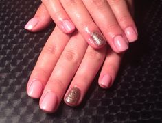 Simple yet stunning gel polish with fall inspire accent nail.