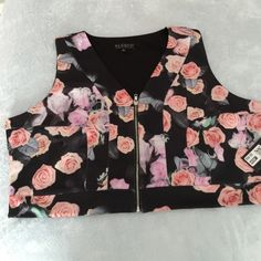 Floral print cropped vest Super cute vest by Eloquii can be worn alone or under a jacket. Fabric is very stretchy and comfortable. Eloquii Tops Crop Tops
