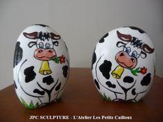 ARTISANAT D'ART: Vaches noires - Galet peint Ref 102 - Prix 10 Euros l'unité...CUTE!!