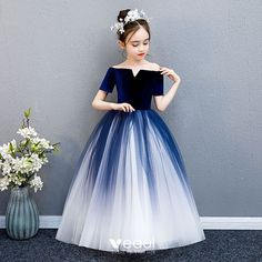 Elegant Navy Blue Gradient-Color Suede Flower Girl Dresses 2019 Ball Gown Off-The-Shoulder Short Sleeve Floor-Length / Long Ruffle Backless Wedding Party Dresses - Diy Crafts Frocks For Girls, Gowns For Girls, Dresses Kids Girl, Cute Dresses, Girl Outfits, Princess Flower Girl Dresses, Princess Dress Kids, Girls Fashion Clothes, Fashion Kids