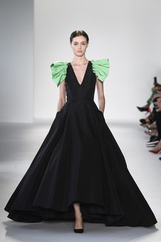 Christian Siriano Spring 2018 Ready-to-Wear Undefined Photos - Vogue