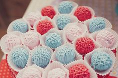 Vintage Kitten birthday party  Yarn Ball Cake Pops  www.jennycookies.com