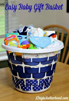 Boys baby shower gifts easy baby gift basket at home baby shower baskets . Canasta Para Baby Shower, Regalo Baby Shower, Fiesta Baby Shower, Baby Shower Parties, Baby Boy Shower, Baby Shower Gifts For Boys, Creative Baby Shower Gift, Baby Party, Baby Showers