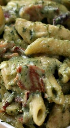 This One-Pot Chicken Spinach Bacon Alfredo Is Damn Delicious Spinach Bacon Recipe, Chicken Bacon Spinach Pasta, Pasta With Spinach, Spinach Pasta Recipes, Chicken Alfredo, Crockpot Recipes, Chicken Recipes, Cooking Recipes, Healthy Recipes