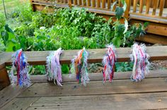 Clip-on sparkly horse tails for a horse or pony-themed birthday party - easy DIY Horse Theme Birthday Party, Horse Party, Unicorn Birthday Parties, Unicorn Party, Twilight Sparkle Costume, Sheriff Callie Birthday, Rainbow Dash Party, Second Birthday Ideas, My Little Pony Party