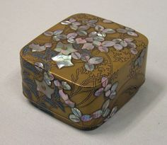 Box with Design of Bellflower and Bush Clover,Style of Ogata Kōrin (Japanese, Decorative Objects, Decorative Boxes, Japanese Screen, Art Japonais, Asian, Japan Art, Jewel Box, Small Boxes, Japanese Culture