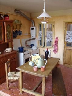minimanie: La petite maison des anciens... Interesting 1/12 scale kitchen.. like the old boiler on the wall.