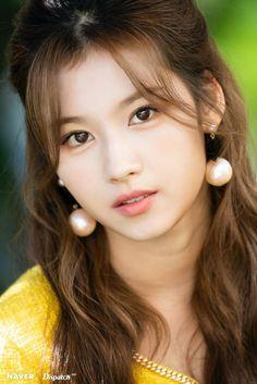 Nayeon, Kpop Girl Groups, Korean Girl Groups, Kpop Girls, Tzuyu And Sana, Sana Cute, Sana Momo, Sana Minatozaki, Jihyo Twice