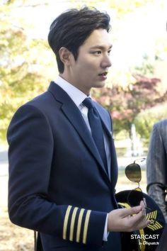 Lee min ho. Legend of the blue sea. Heo jun jae. Heo joon jae. Jeon ji hyun. Jun ji hyun. Sim chung. Sim cheong. Popular korean drama 2016