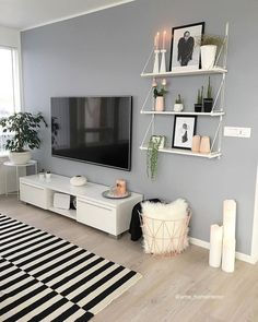 51 Affordable Apartment Living Room Design Ideas On A Budget & GentileForda.Com The post 51 affordable apartment living room design ideas on a budget 46 appeared first on Home Decor. Living Room Decor Tips, Living Room Shelves, Boho Living Room, Home And Living, Decor Room, Room Decorations, Cozy Living, Loving Room Decor, Living Room Plants Decor