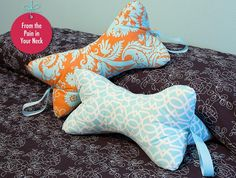 Leseknochen Last Minute Gift Pillows: Relaxing Neck Pillow Fabric Crafts, Sewing Crafts, Sewing Projects, Cute Pillows, Diy Pillows, Cushions, Travel Pillows, Sewing Tutorials, Sewing Patterns