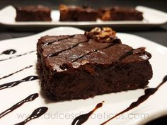 """Flourless brownie without healthy sugar- Today& brownie is totally """"without"""": a brownie without flour, without sugar, without gluten, and without lactose! It is vice. Do not miss this very easy recipe, … - Healthy Sugar, Healthy Desserts, Lactose Free Brownies, Tortas Light, Sweets For Diabetics, Good Food, Yummy Food, Diabetic Recipes, Diabetic Sweets"""