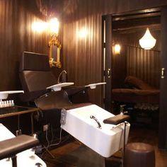 Le #nails bar @SultanedeSaba #Paris dédié à la #manucure la #beaute des pieds la pose de #vernis les #modelages... http://www.spa-etc.fr/lieux/nails-bar-la-sultane-de-saba,1260.html @Spa_Etc