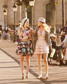 Serena van der Woodsen and Blair Waldorf #GossipGirl #ParisianChic | Looks to Love |