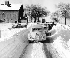 Traffic tie-up ( Tribune archive photo / January 1967 ) Traffic comes to a stop on Ill. Route 53 at Schaumburg Road as efforts continue to dislodge vehicles from snow drifts. Snow Scenes, Winter Scenes, Vintage Photographs, Vintage Photos, Schaumburg Illinois, Chicago Pictures, Vw Vintage, My Kind Of Town, Chicago Illinois