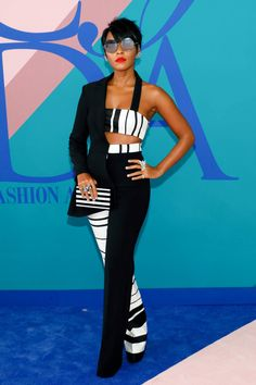 Janelle Monae never fails to stun with her whimsically modern looks. At thCouncil of Fashion Designers of America Awards - Cruella Deville realness 💯 Black And White Striped Trousers, White Tuxedo, Tuxedo Suit, Womens Fashion For Work, High Fashion, Fashion Edgy, Runway Fashion, Style Fashion, Classy Outfits